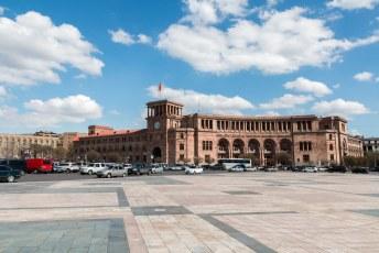 Het regeringsgebouw op Republic Square, waar o.a. de minister president kantoor houdt.
