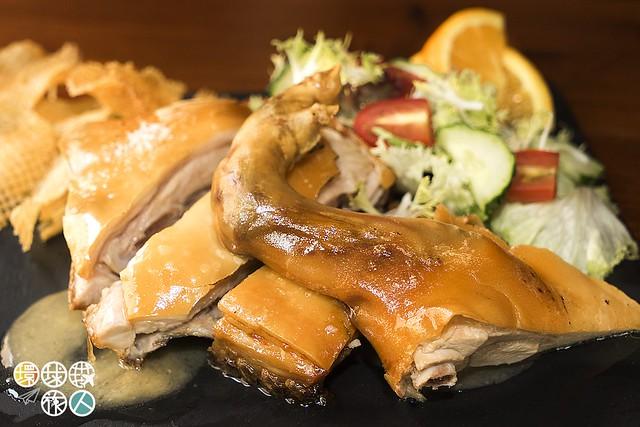 Leitâo Assado à Portuguesa, Batata a Rodelas e Salada Mista葡式烤乳豬 (伴薯仔沙律)