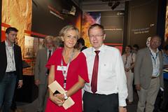 Jan Woerner shows Valerie Pécresse the ESA Pavilion