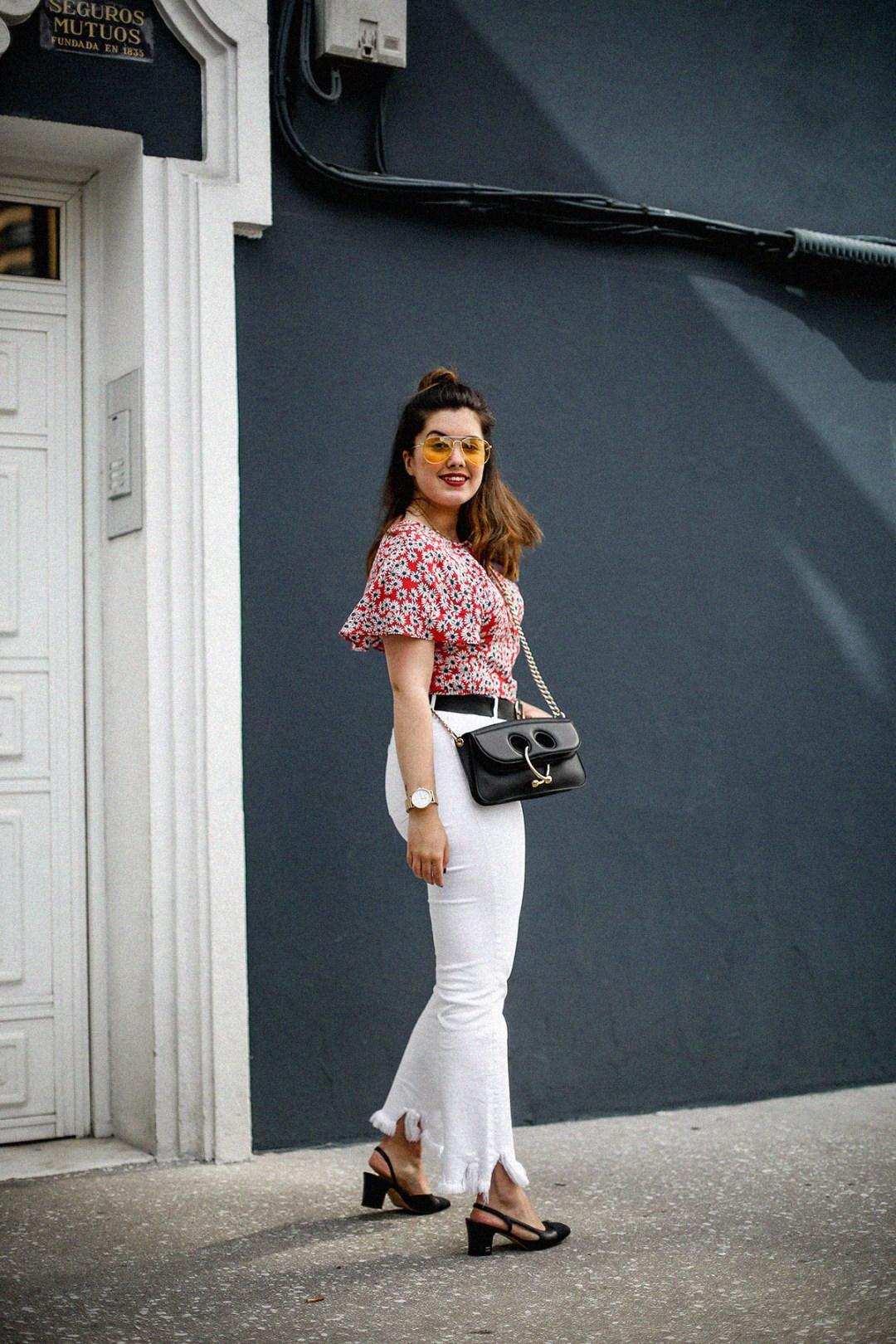 flower-top-zara-frayed-white-jeans-chanel-slingback-jw-anderson-bag-streetstyle12