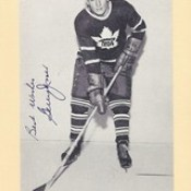 1944-63 NHL Beehive Hockey Photo / Group II - GERRY JAMES (Right Wing) - Autographed Hockey Card (Toronto Maple Leafs) (#411 / Name misspelled Jerry)