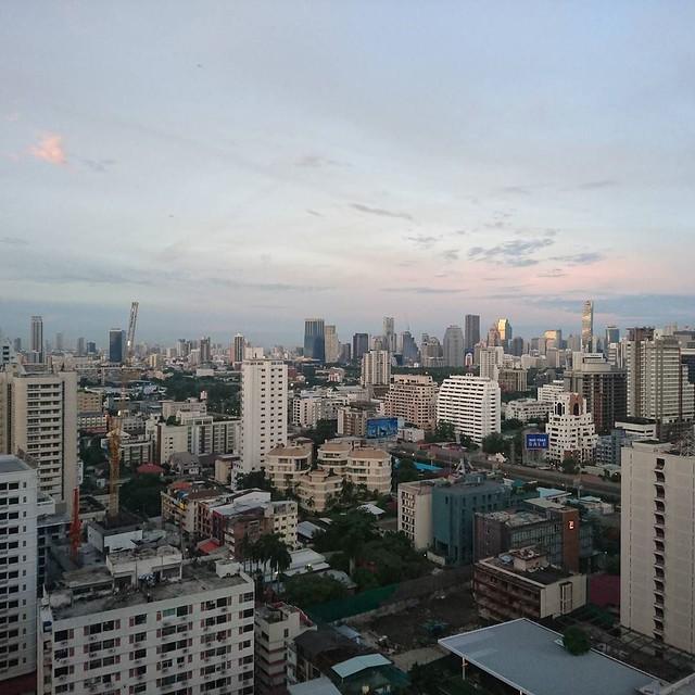 おはよう、バンコク。 ただいま朝の6時前。さっきまで暗かったのにねー。#amazingthailand #lovethailand