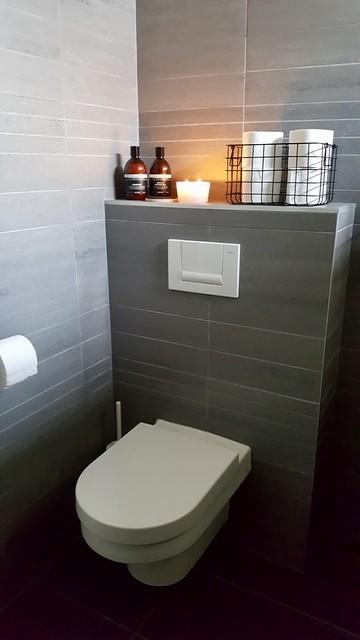 Toilet in de badkamer