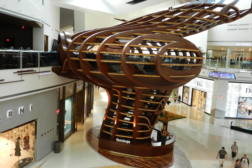 Crystals Shopping Center Casa arbol escultura en restaurante Mastro's Ocean Club Las Vegas EEUU 01