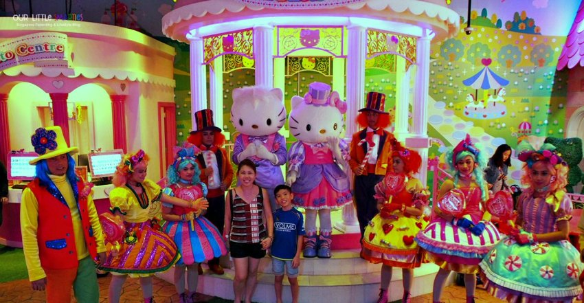 Candy Parade Hello Kitty Town