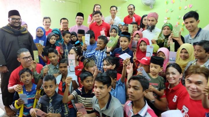 AirAsia X Kongsi Kegembiraan Raya Aidilfitri Bersama Anak-Anak Rohingya