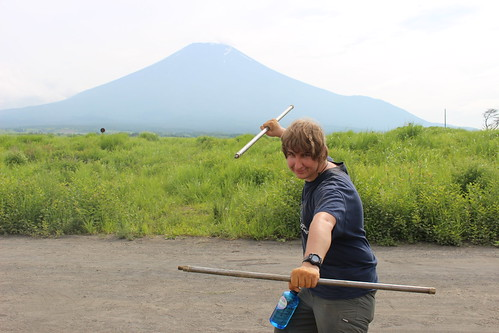 Auger ninja manoeuvers in front of Fuji