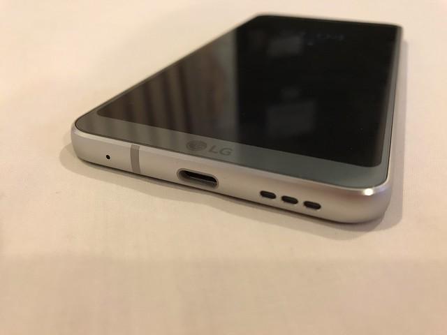 พอร์ต USB Type-C และลำโพงของ LG G6