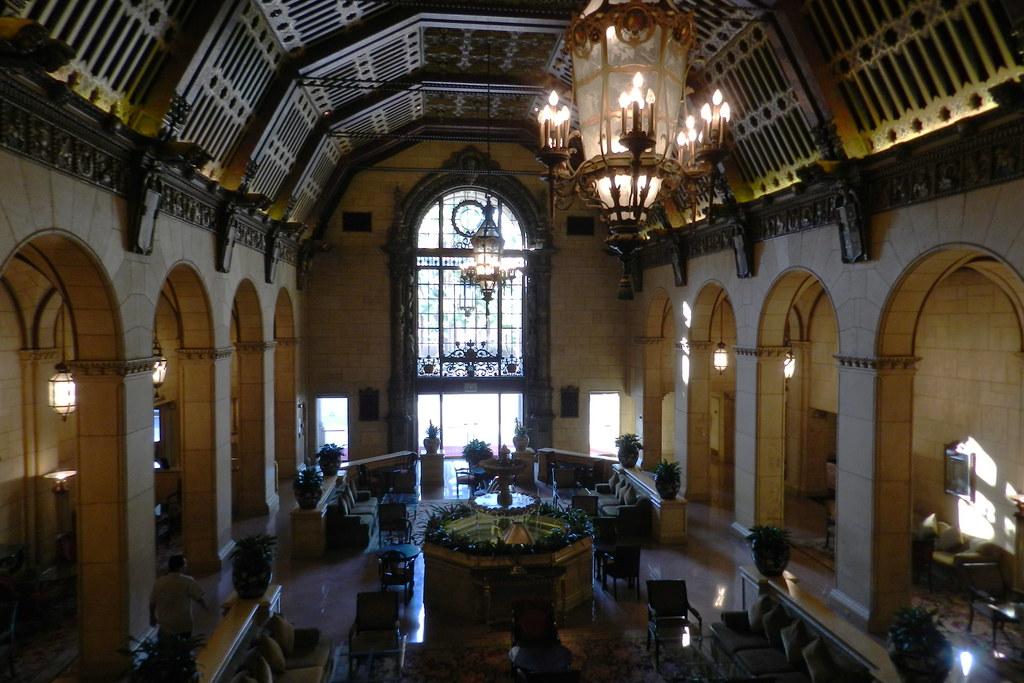 Los Angeles cafeteria salon de Cristal interior Hotel Millennium Biltmore EE UU 06