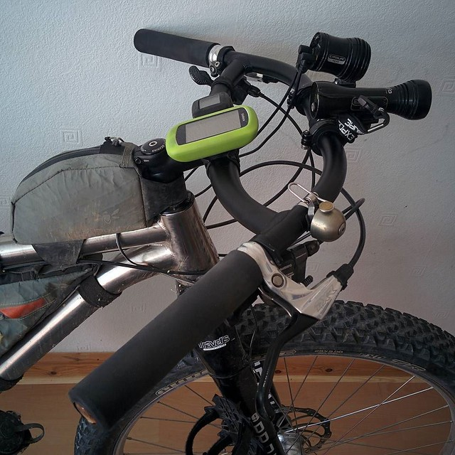 I've got to stop fiddling with my bike! Riding the #southdownsway At the weekend my hands really suffered and my shoulders felt so beaten up. As much as I like the shape of the Alpkit Confucius bar I think the lower grade aluminium just isn't that damping