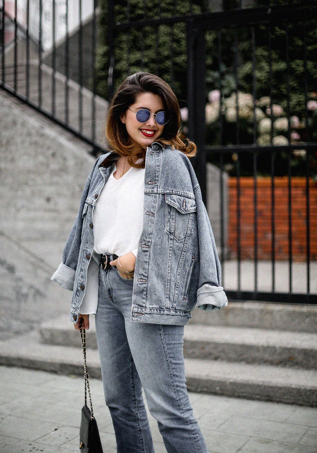 double-denim-look-vintage-jacket-levis-golden-goose-sneakers-outfit8