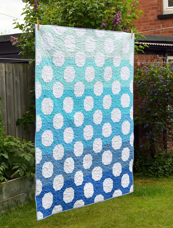 Blue Lagoon Quilt (British Patchwork & Quilting Magazine Aug17)