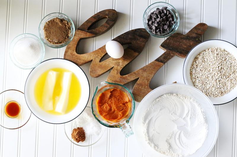 pumpkin-oatmeal-chocolate-chip-recipe-ingredients