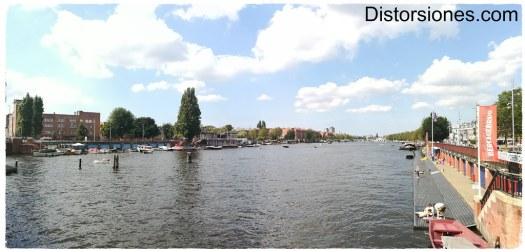 El río Amstel desde el Berlagebrug