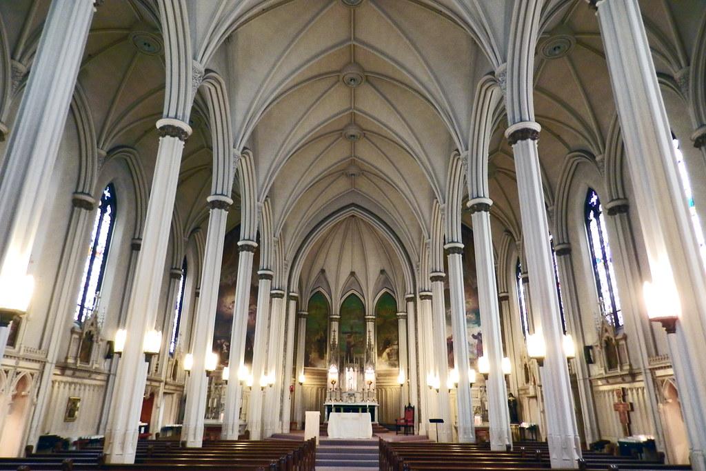 interior Santuario de San Francisco de Asis National Shrine of St. Francis of Assisi San Francisco California EEUU 01-2