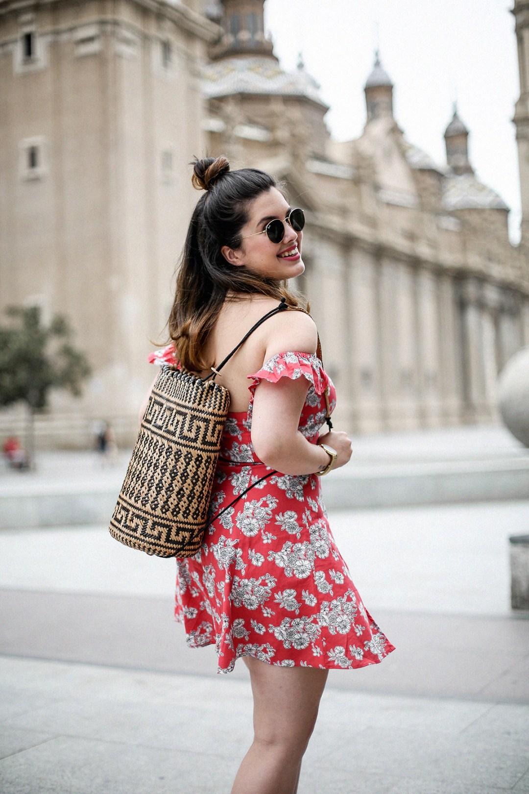 vestido-hombros-al-aire-asos-mochila-ratan-zaragoza-travel5
