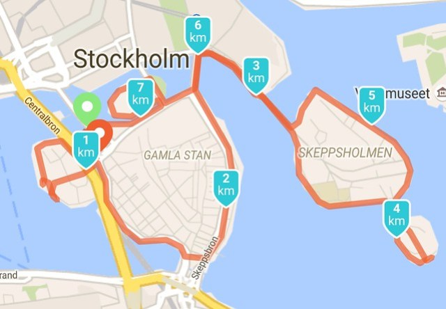 Rond de eilandjes lopen in Stockholm
