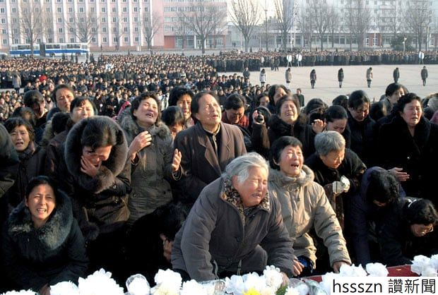 crowd-weeping_2090186i_620_418