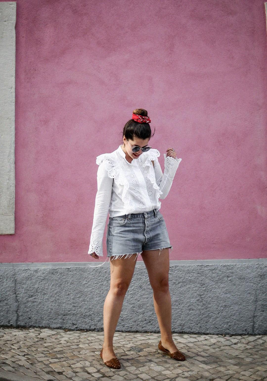 pañuelo-cabe-zacamisa-volantes-shorts-levis-outfit-myblueberrynighsblog-lisboa3