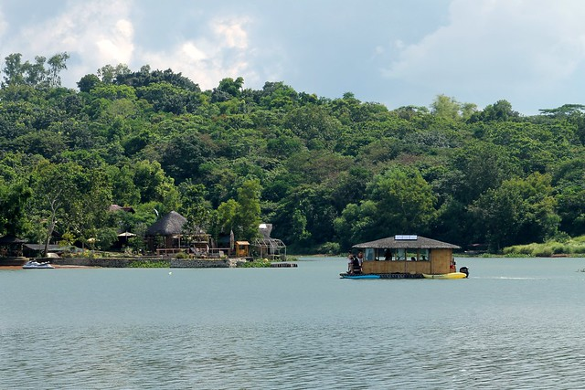 Aquascape Lake Caliraya - Floating Cottage/Houseboat