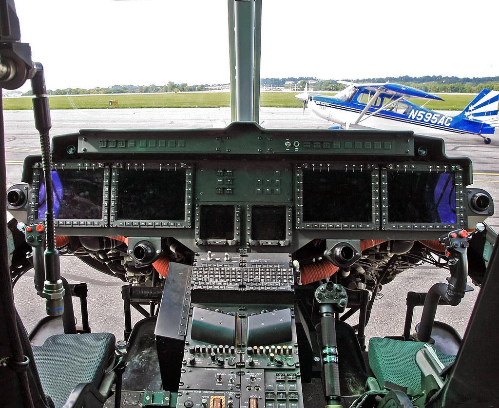 Bell Uh 1y Venom 168785 Cockpit They Uh 1y Also Has The Flickr