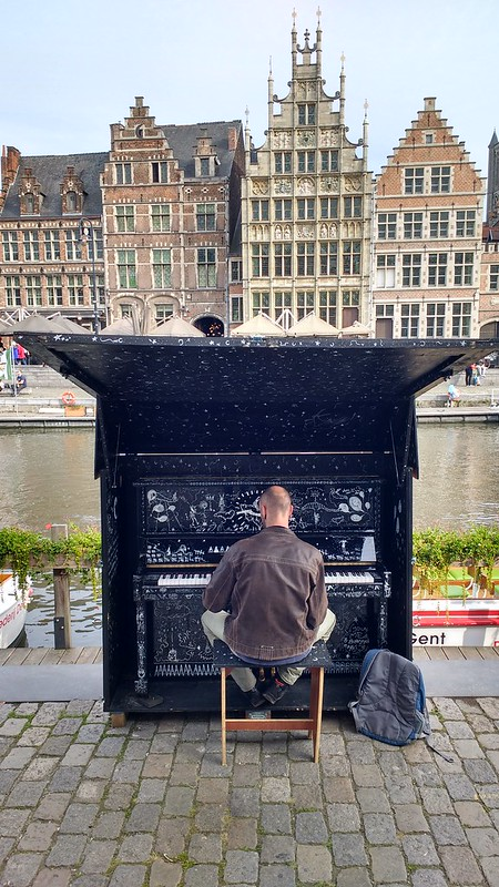 Piano en Korenlei 10 razones para venir a gante de erasmus - 36729292464 25d814b378 c - 10 Razones para venir a Gante de Erasmus