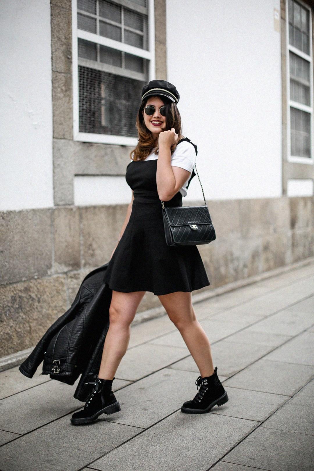 vestido-negro-casual-botines-militares-como-combinarlo4