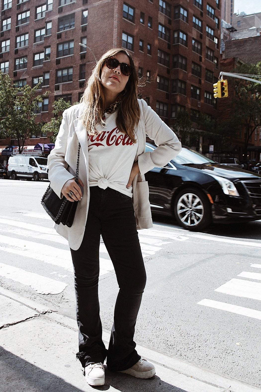 blazer-y-pantalones-de-campana-outfit-nueva-york