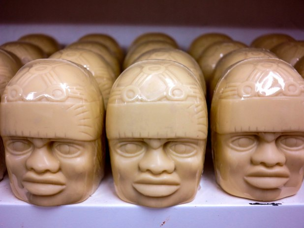 Cabezas colosales de chocolate