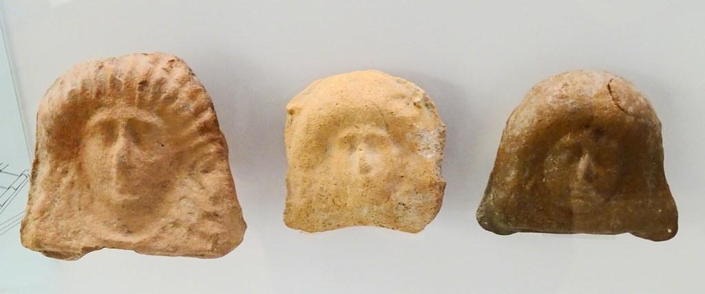 Museo de Segovia escultura caras de mujer yacimiento del Duraton la antigua ciudad romana de Confloenta 15