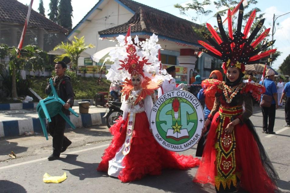 Parade budaya smp bustanul makmur genteng