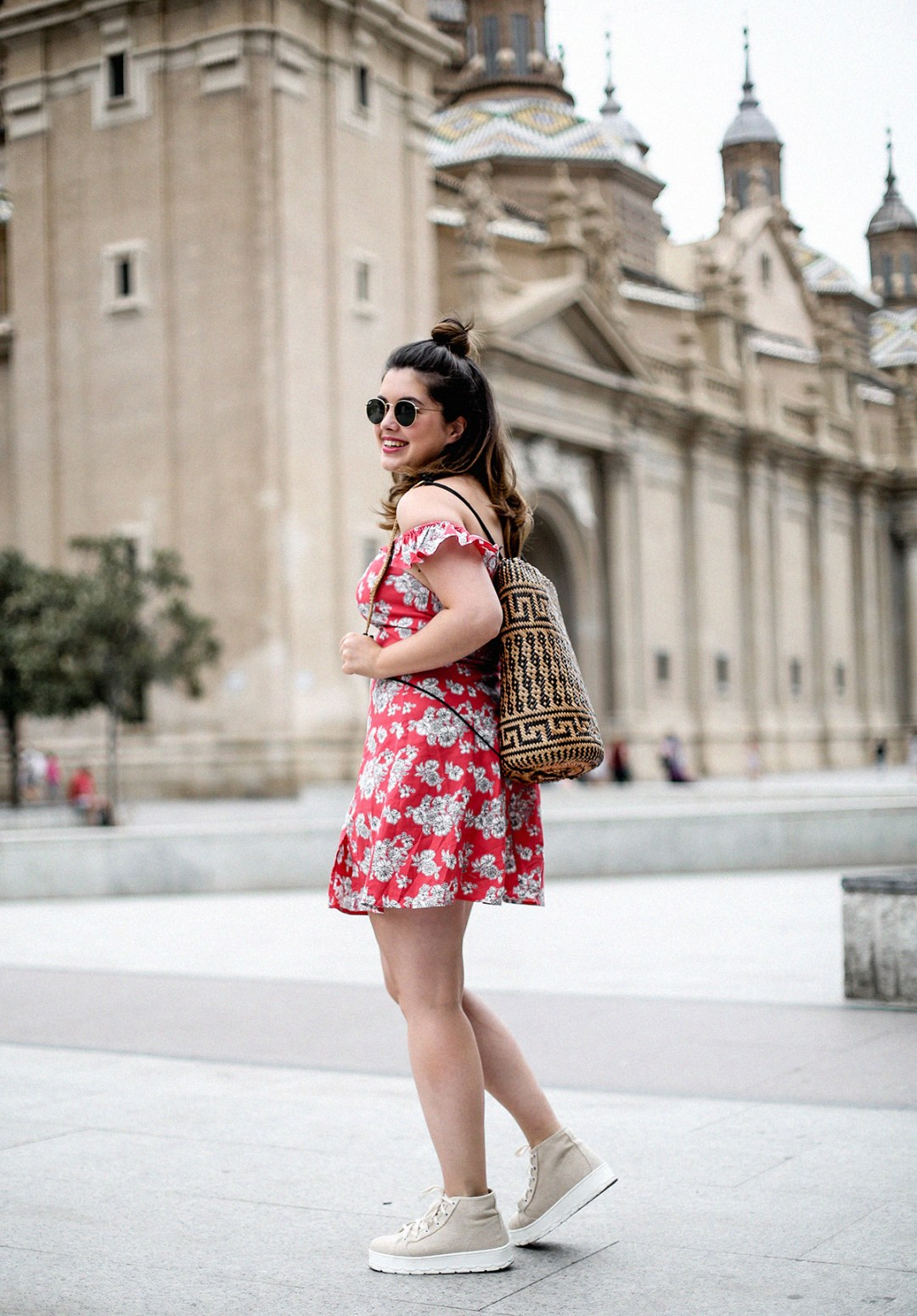 vestido-hombros-al-aire-asos-mochila-ratan-zaragoza-travel10