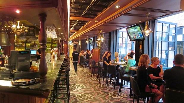 Itaewon Seoul good bars restaurants