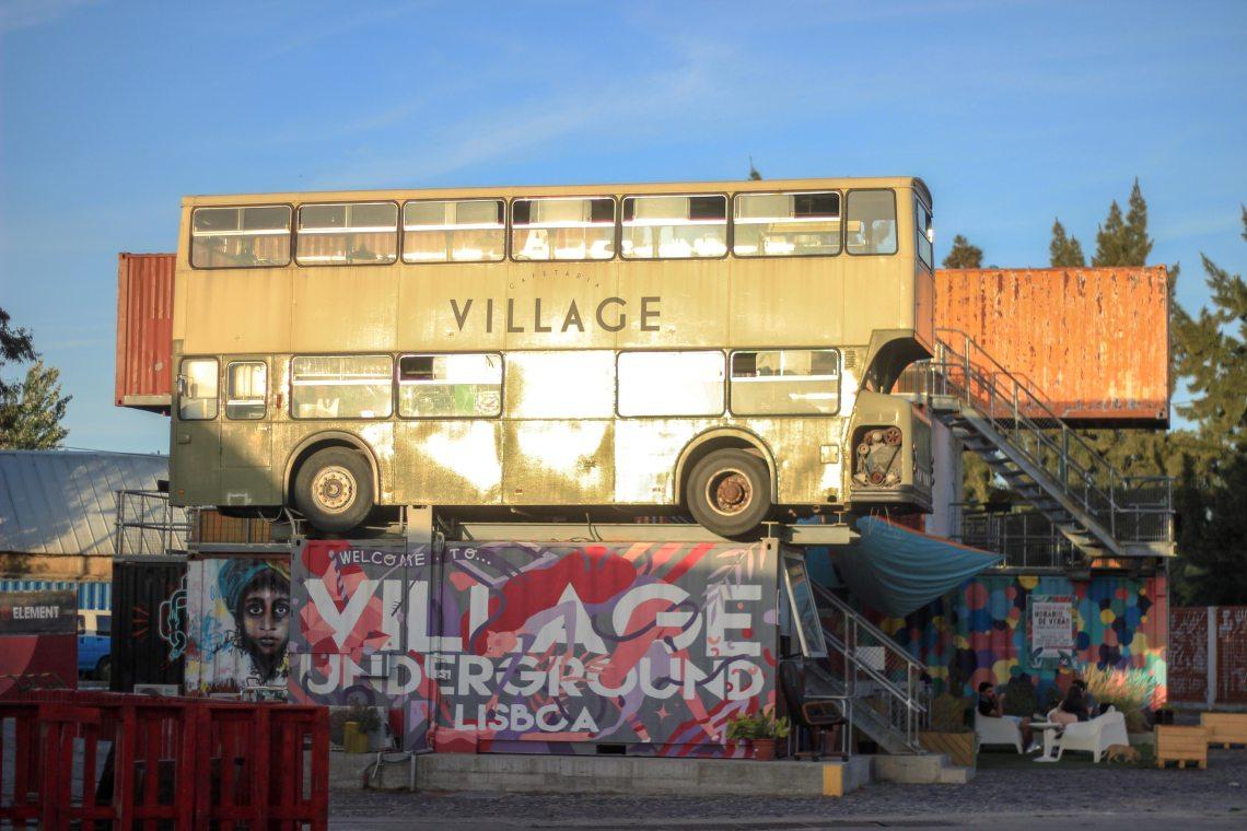 Village-underground-lisbonne-insolite-manger-dans-un-autobus