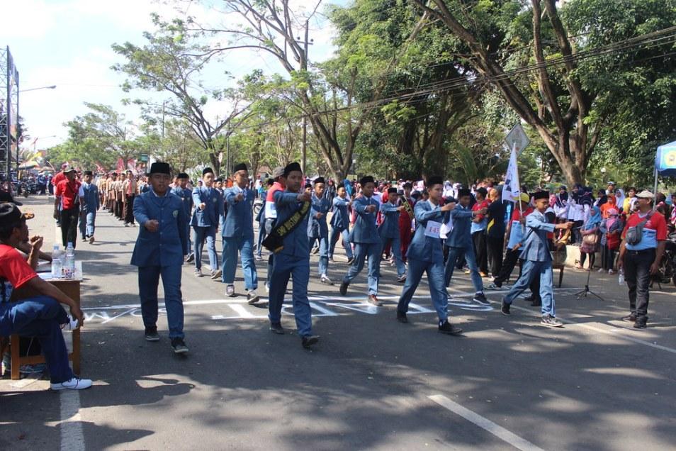 Gerak jalan SMP Kecamatan Genteng 2017