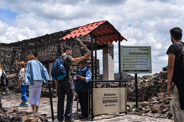 Entrance to Palacio de Quetzalpapalotl