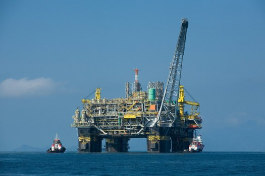 Petróleo brasileiro é vendido para exploração de empresas estrangeiras - Créditos: Felipe Dana / Ag. Petrobras