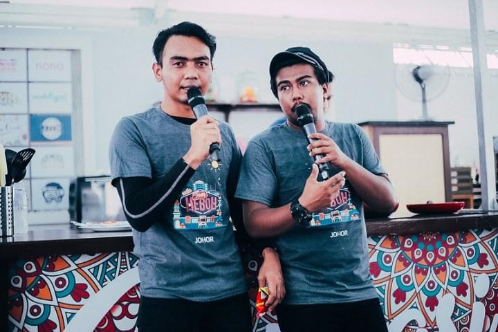 Shah Tapaw dan Aliff Yasraff selaku hos booth Inspirasi