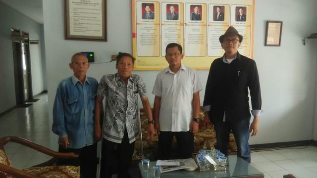 Ketua KPU Tulungagung, Suprihno dan Anggota Komisioner KPU Tulungagung, Victor Febrihandoko saat menerima kunjungan Percatu (26/9)