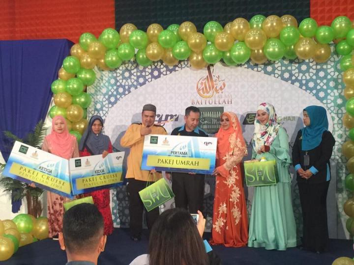 penyampaian hadiah tempat pertama Kuiz Terkumpul Salam Baitullah 2017