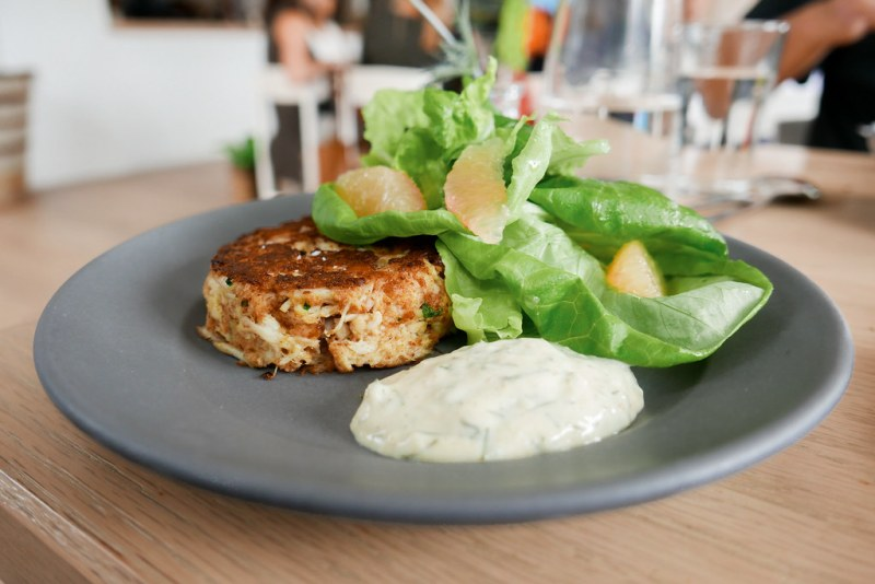 Crab Cake, Mixed Greens, Grapefruit, Lemon Aioli ($15)