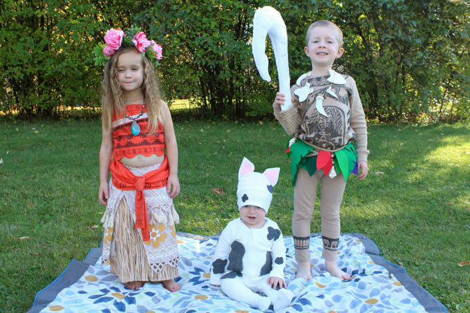 these moana family halloween costumes are so cute love the diy no sew baby