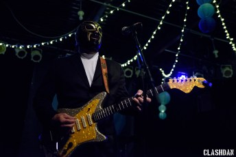 Nick Lowe and Los Straightjackets @ Yep Roc 20, Carrboro NC 2017