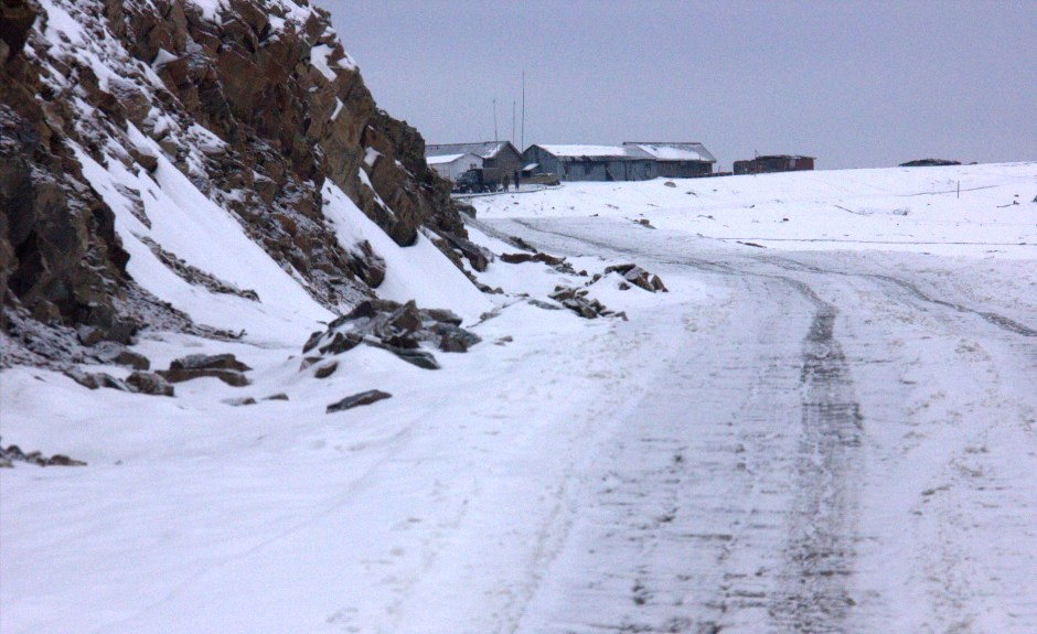 Snow filled road to Gurez valley