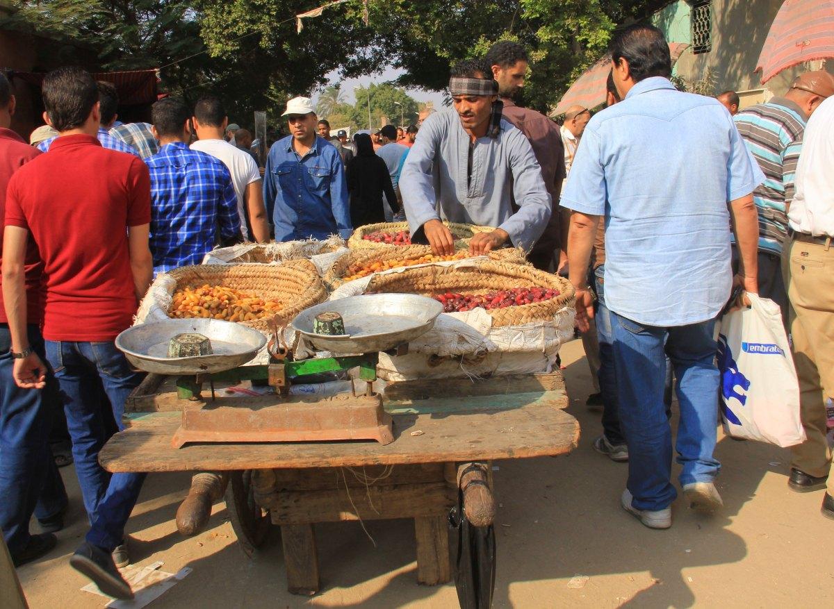 Man selling dates at souq al goma
