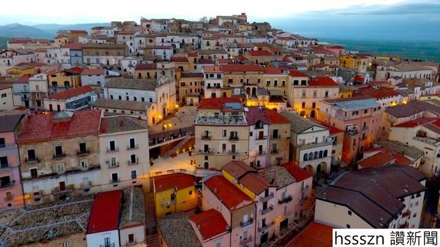 http-2f2fcdn-cnn-com2fcnnnext2fdam2fassets2f171016144555-candela-ghost-town-houses-franceso-pio-delvecchio-comune-candela_770_433