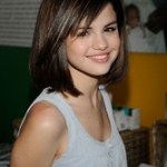 Idée Coiffure : cheveux mi long, coiffure Selena Gomez, couleur de cheveux brun avec mèches ch... - #Coiffure - https://madame.tn/beaute/coiffure/idee-coiffure-cheveux-mi-long-coiffure-selena-gomez-couleur-de-cheveux-brun-avec-meches-ch/.