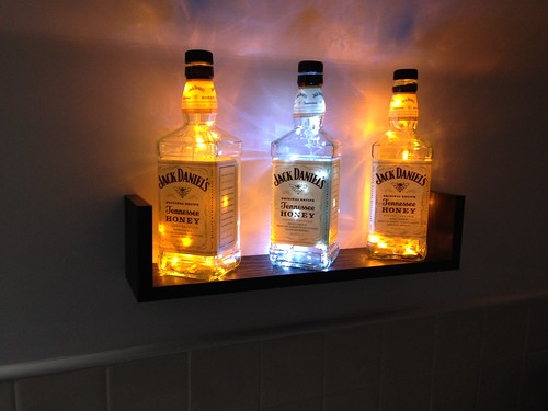L mparas hechas con botellas de whisky blogicasa for Mueble whisky