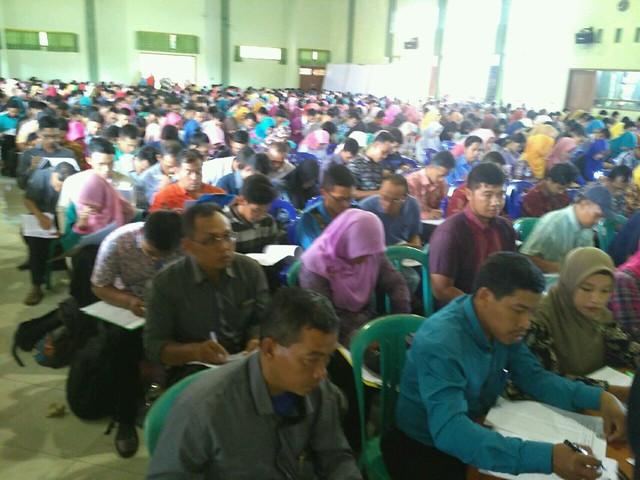 Calon Anggota PPK saat meguikuti Test Tulis di SMKN 3 Boyolangu (27/10)
