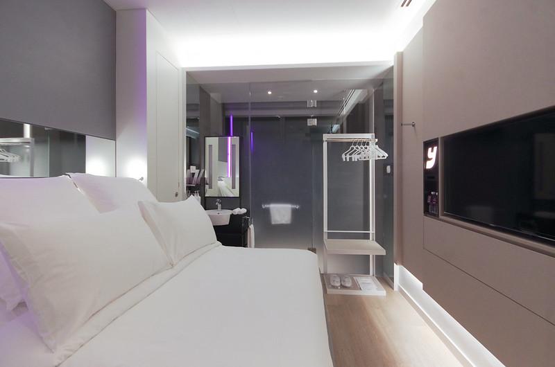 premium queen cabin at yotel singapore
